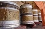 gebedsmolen in Ladakh die mantra's de wereld in slingert