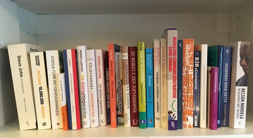 Marketing en business boeken boekenkast